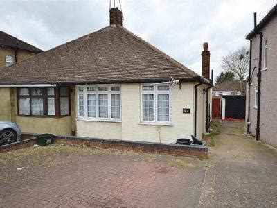 houses to buy in caterham caterham avenue ig5 ilford property find properties for sale in caterham avenue ig5