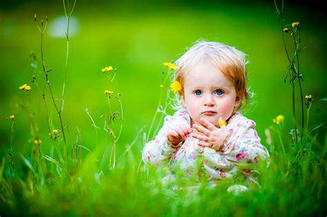 wallpaper cute child cute baby girls wallpapers hd pictures one hd wallpaper