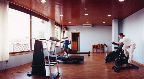 gimnasio en casa de una ejercicios en casa