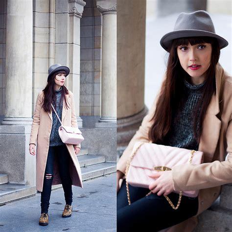 Fasiha Shoes Hellena Sonja sonja vogel primark reversible scarf h m grey coat h m striped top levi s 174 high waisted