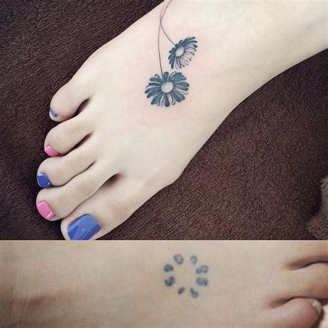 60 awesome daisy foot tattoos