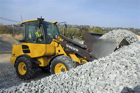 volvo l20f and l25f join compact wheel loader lineup