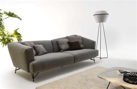 italiana divani divano lennox asimmetria come espressione di stile e comfort