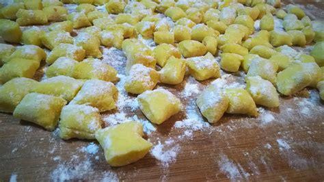 gnocchi fatti in casa gnocchi di patate fatti in casa golosi peccati