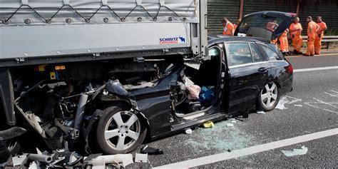 Meine Stadt Auto by Schwerer Unfall Auto Rast Auf Der A2 In Lastwagen