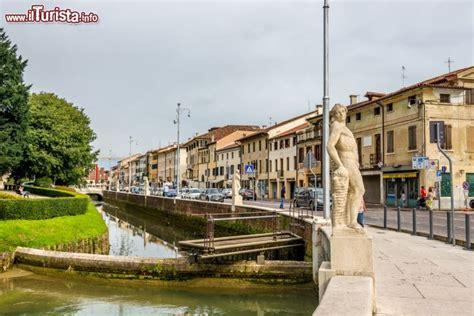 Fotografi Castelfranco Veneto by Fossato Della Citt 224 Murata Di Castelfranco Foto