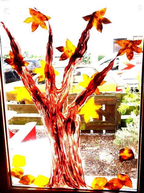 herbstdeko fenster kindergarten basteln im herbst in der kita fensterdekoration fif e v