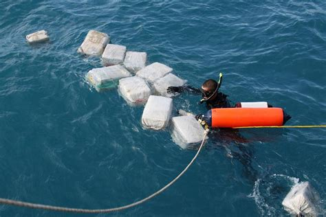 find a boat at sea drug sub busted 180 million in cocaine aboard 171 cbs miami