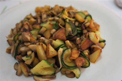 come cucinare i funghi chignon in padella patate zucchine e funghi in padella fidelity cucina