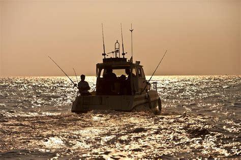 capitaneria di porto monopoli monopoli pescatore soccorso da capitaneria di porto
