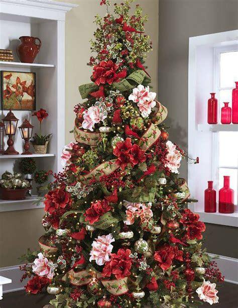 albero di natale con fiori la moda di decorare l albero di natale con i fiori keblog