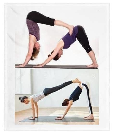 imágenes de yoga con dos personas pose del perro yoga de a dos personas