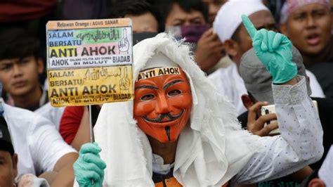 ahok reddit emotions high as jakarta governor ahok s blasphemy trial