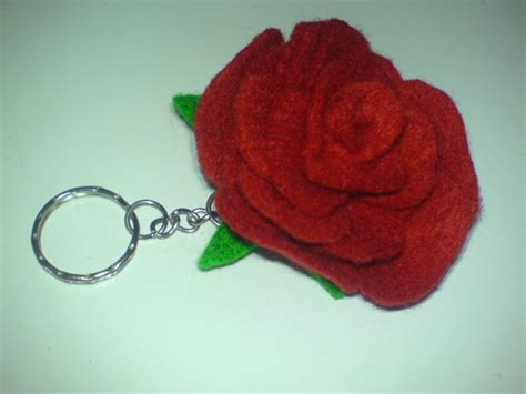 cara membuat gantungan kunci emoticon flanel tutorial mawar dari flanel cara membuat gantungan kunci