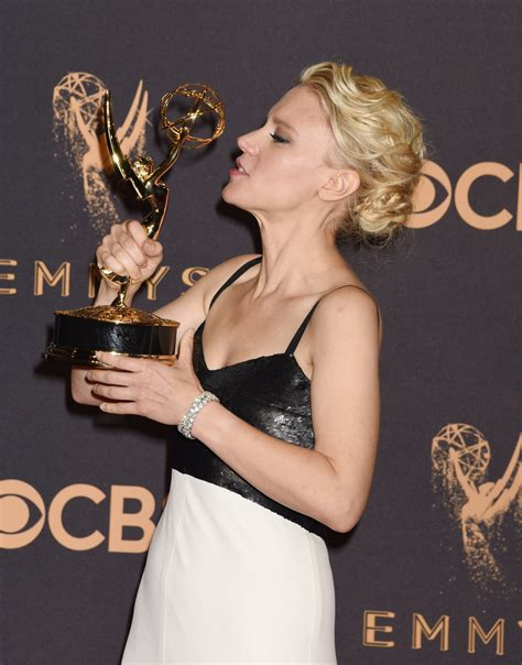 best actress emmy comedy kate mckinnon with the emmy 2017 for best actress in a