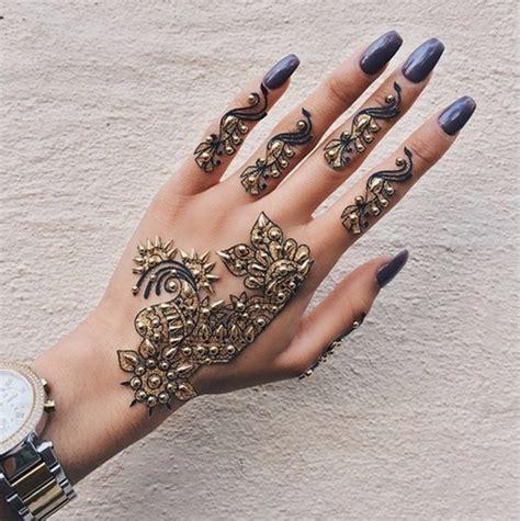 Finger Tattoo Verschwommen