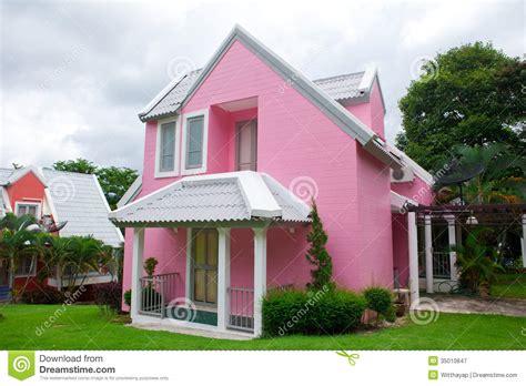 Maison R Rosado rosa haus im wald lizenzfreie stockfotografie bild 35010847