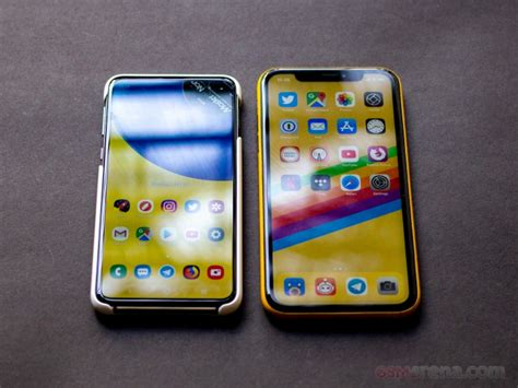samsung galaxy s10e vs apple iphone xr gsmarena tests