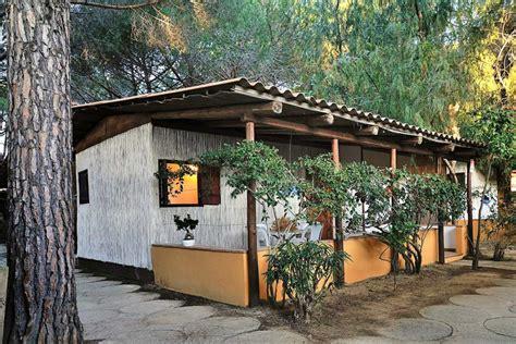 cottage in legno cottage perlinati in legno bianco black marlin club