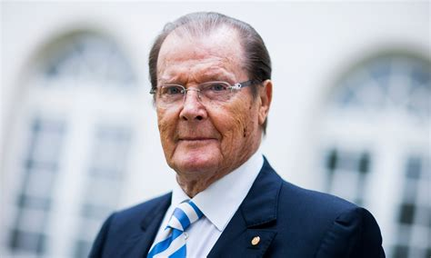 Roger Moore roger moore denies racist comments about idris elba