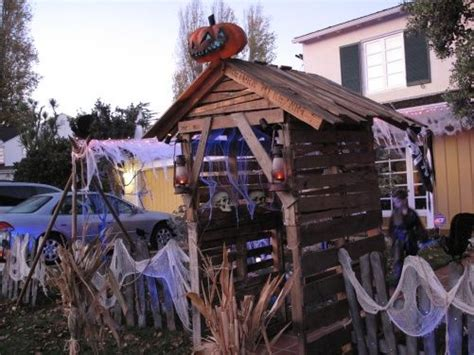 backyard haunted house 1000 ideas about yard haunt on pinterest haunted woods