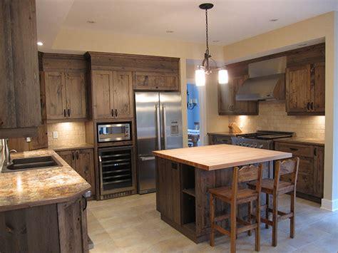 armoire de cuisine armoire de cuisine en pin rustique recherche google