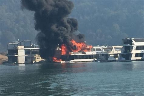 victoria fire boat houseboat fire lake eildon abc news australian