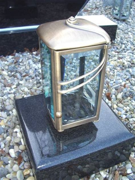 grablaterne mit sockel grableuchte grable grablaterne sockel grablicht bronze