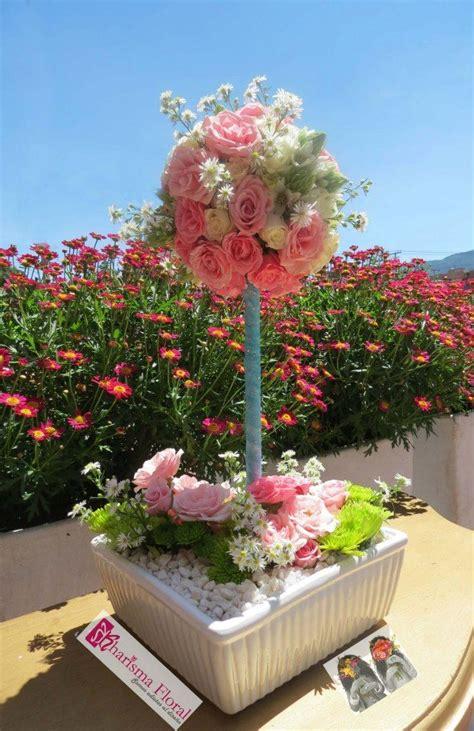 arreglos de mesa para bautizo con flores centro de mesa rosas rosadas flores bautizo topiario