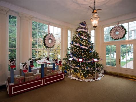 christmas tree house white house christmas 2015 a holiday spectacular hgtv s