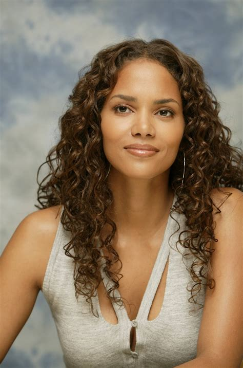 haircuts georgetown ky halle berry sports a new hairstyle photo 2406306 halle