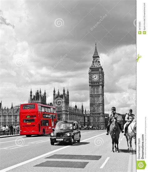 imagenes blanco y negro londres omnibus y casilla de londres foto de archivo editorial
