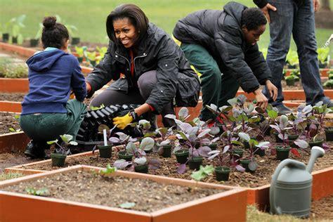 Michelle Obama Photos Photos Michelle Obama Helps Plant Obama Vegetable Garden