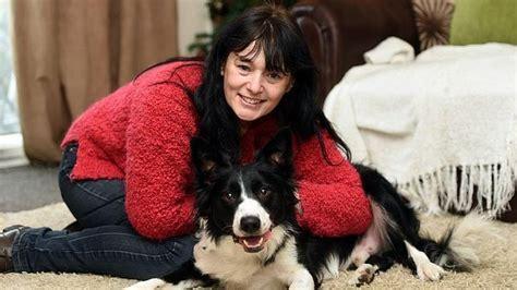 mujer se pega con su mascota mujer con c 225 ncer salva su vida gracias a su perro