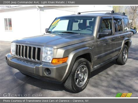 Jeep Commander 4x4 Light Khaki Metallic 2006 Jeep Commander 4x4 Khaki