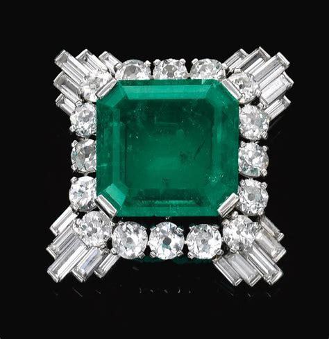 Gelang Cartier Gelang Cartier Clip emerald and clip mounted by cartier 1930s jewels jewelry