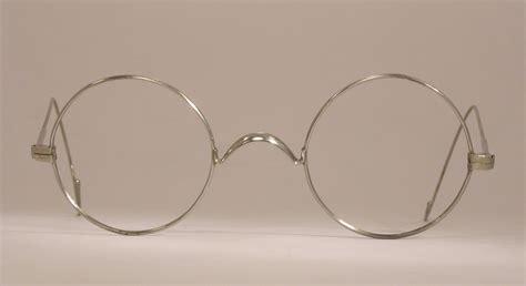 wire frame glasses eyeglasses