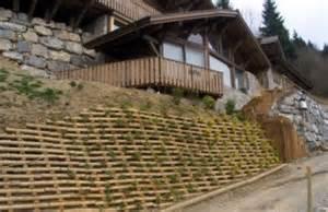 construction de murs de sout 232 nement en rondins de bois
