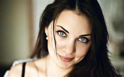 wallpaper cute lady modelo linda morena de ojos azules fondos de pantalla