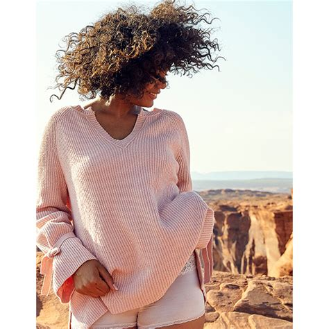7 Cozy Fall Sweaters by 15 Chic And Comfy Fall Sweaters To Get Cozy In Right Now