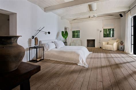 calvin klein sold  miami beach home   million