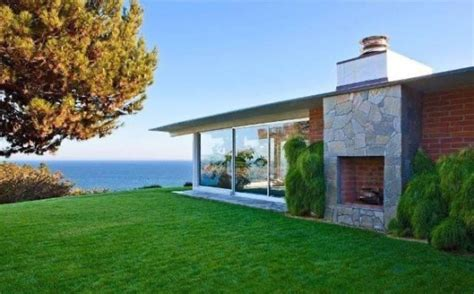 brad pitt s malibu home for 13 75 million photos huffpost
