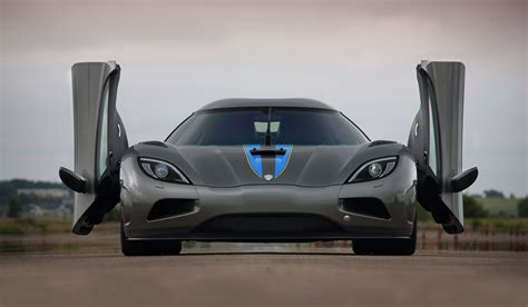 koenigsegg doors koenigsegg doors the koenigsegg agera r u0027s door up