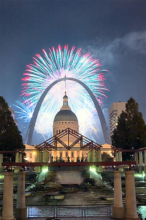 st louis mo fireworks gateway arch at with fireworks www pixshark