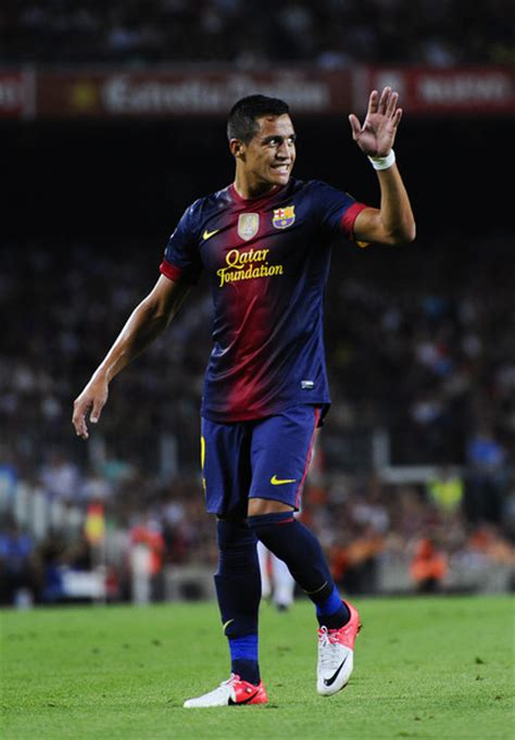 alexis sanchez on barcelona alexis sanchez in barcelona v real madrid supercopa zimbio