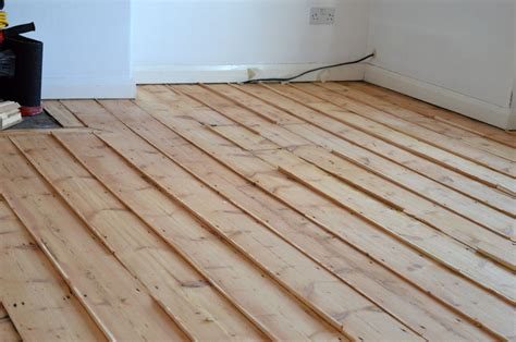 wooden floor gap filling using pine slivers step