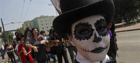 asi se puso el desfile de catrinas y catrines leyendasdevictoria fotos desfile de catrinas en festival de la muerte en