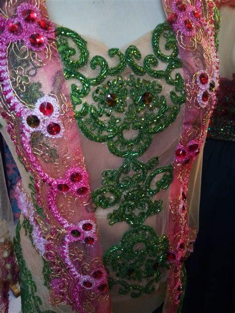 Baju Merak Warna Pink ungu putih pink hijau dan motif motif yang dinamis seperti
