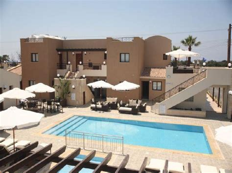 holiday appartments avillion holiday apartments chloraka cyprus book