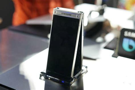 samsungs  combines   features  smartphones